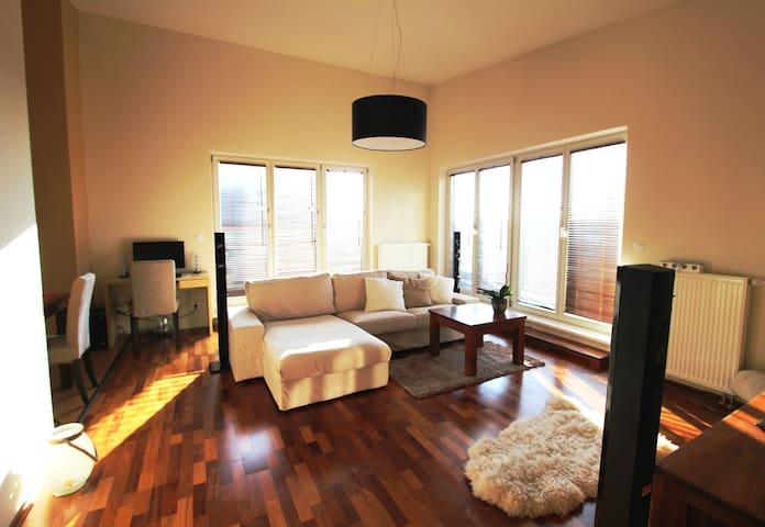 Sunny flat with terraces - Прага - Квартира