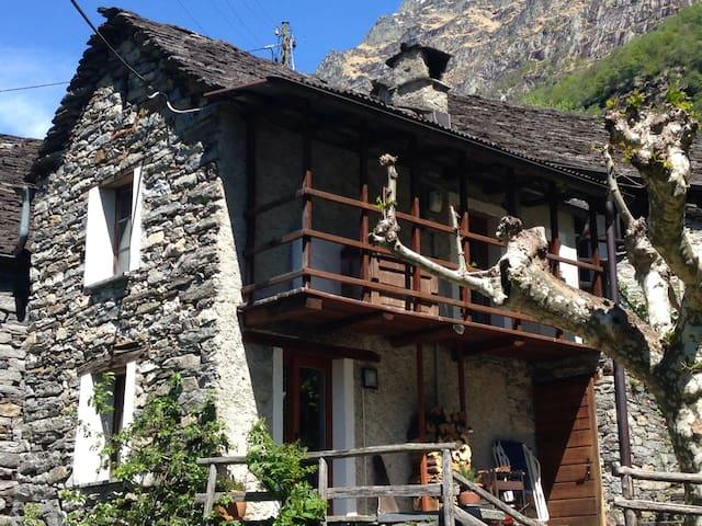 Tipico rustico verzaschese in sasso - Lavertezzo - 獨棟