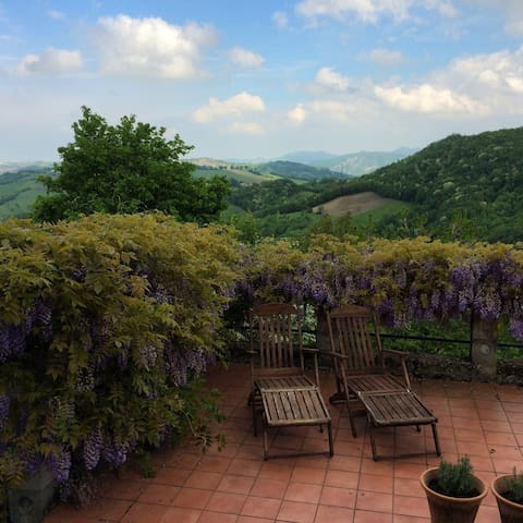 Beautiful views from Il Rustico 45 mins from Parma - Magrignano - Hus