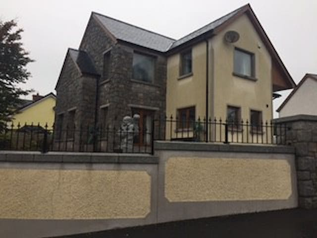 Large house to rent. Rooms available separately - Newry and Mourne - Casa