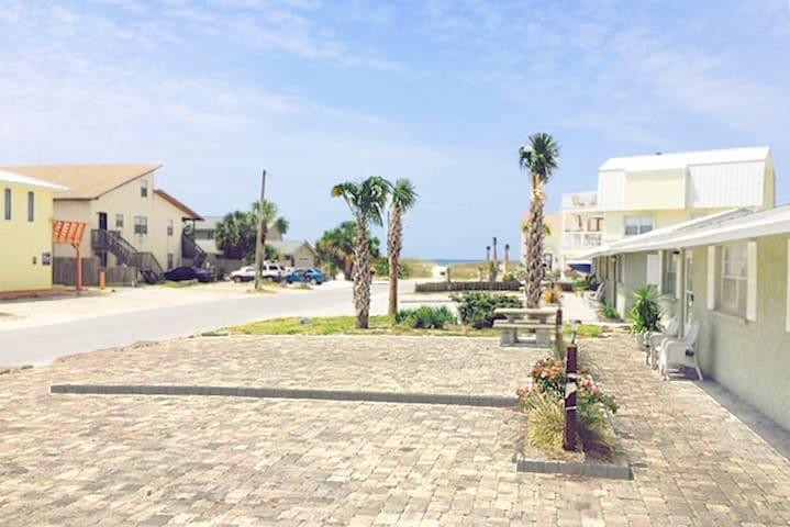 Gulf View D-2BR/1BA-AVAIL (PHONE NUMBER HIDDEN) -RealJOY Fun Pass -Beachside Duplex - Mexico Beach
