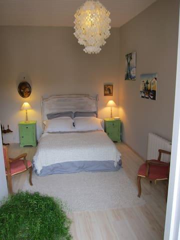 belle maison de village - Pomérols - Bed & Breakfast