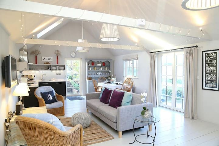 The Jam Shed, quirky barn conversion near the coast - Plumpton