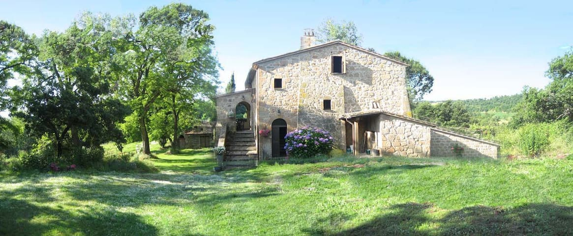 Podere Montepozzo, a charming country home - Acquapendente