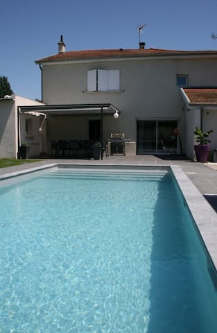 Belle Maison + Piscine Lyon Est Eurexpo - Saint-Pierre-de-Chandieu - Haus