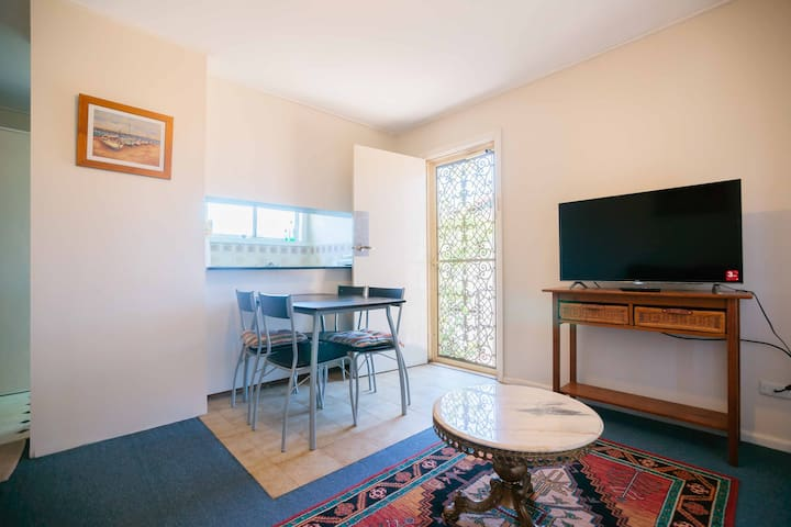 Economical and in Great Location  - North Ryde - Leilighet