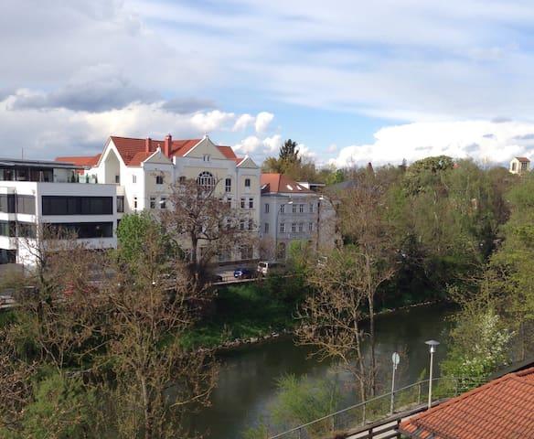 Zentrale & moderne Whg, Parken incl - Landshut - Квартира