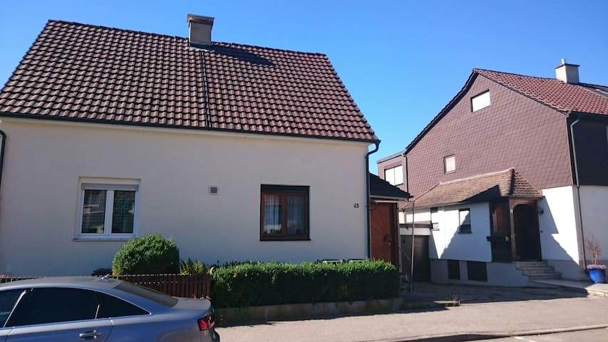 Doppelhaushälfte mit Garten - Bietigheim-Bissingen - Ev