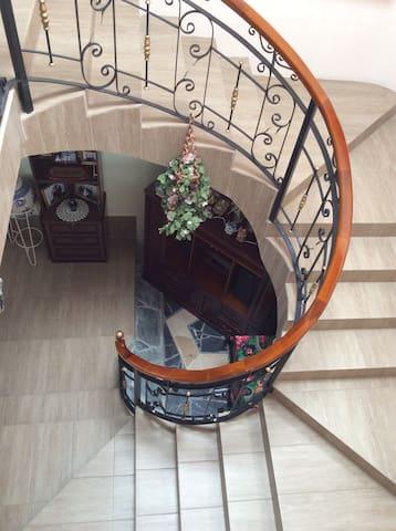 Comfy, spacious & familiar hideaway - Ibarra - Huis