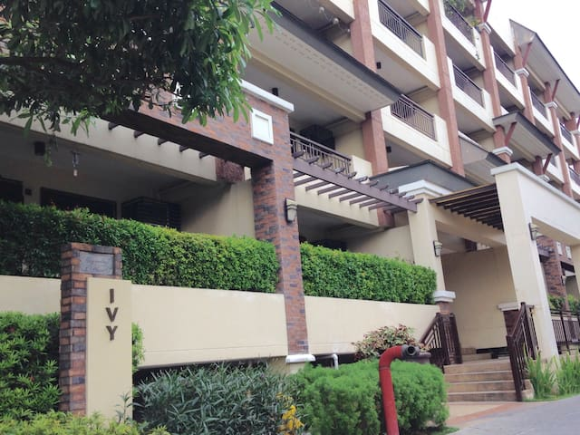 2 BEDROOM CONDO WITH AMENITIES IN QUEZON CITY - Quezon City - Selveierleilighet