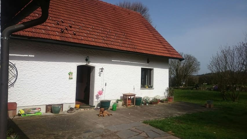 Private room in a rural cottage - Weyerbach - Ev