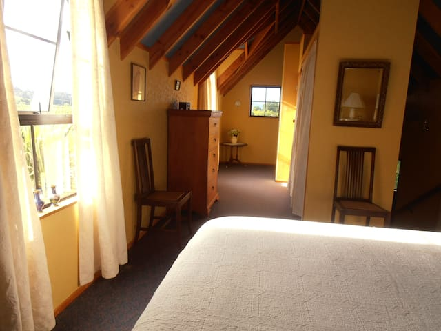 Leafy Lane Accommodation Upstairs room - Upper Moutere