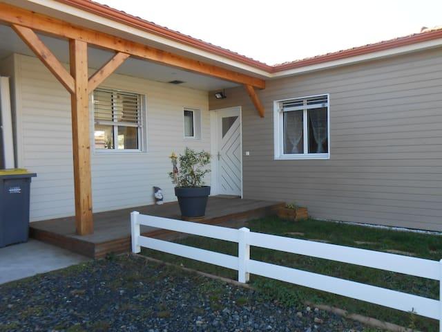la maison chaleureuse en bois - Saint-Just-Saint-Rambert - Hus