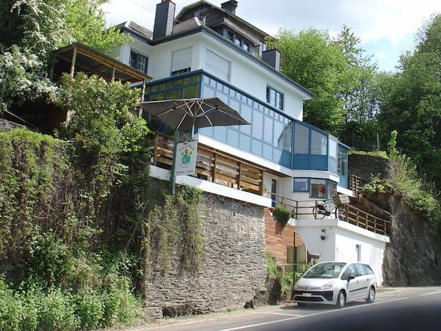 B&B Villa Le Monde - La Roche-en-Ardenne - Pousada