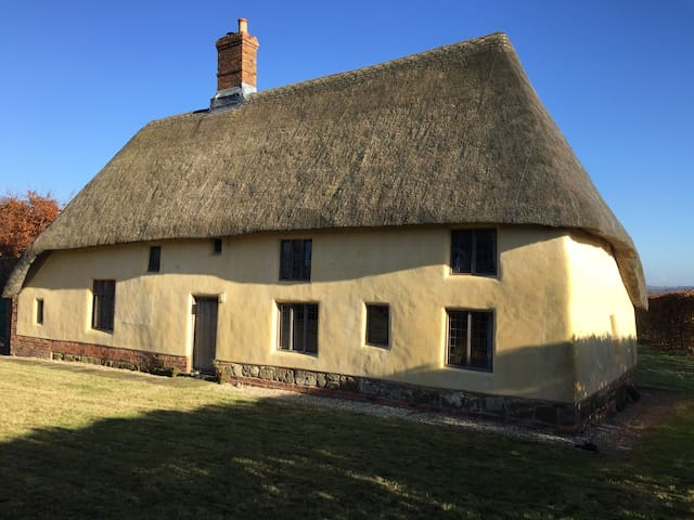Thatched 15th Century cottage - Lincolnshire