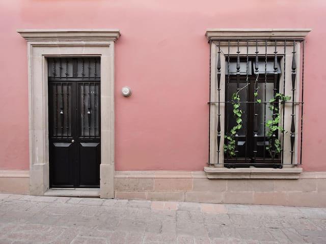 CASA ROSA | Centro Histórico - Santiago de Querétaro - Apartment