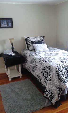 Charming private room in Lewis Center - Delaware - Casa