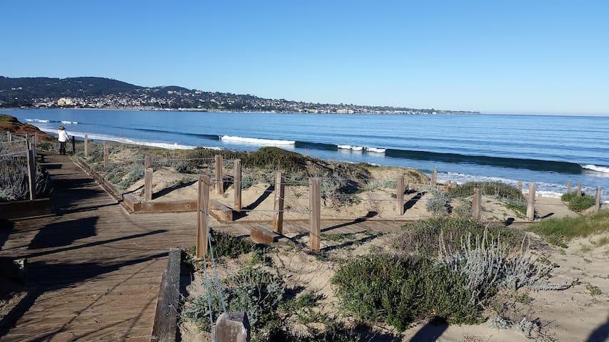 Cozy, beach condo with gorgeous Monterey Bay views - Monterey