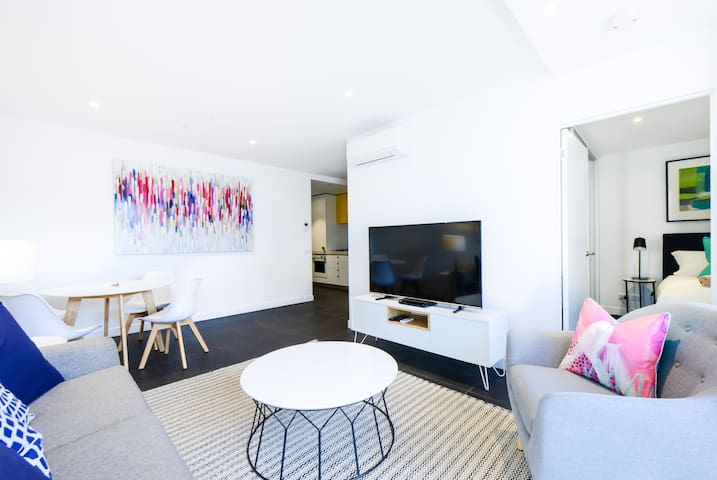 ANTOCCINO: Modern, bright Caulfield 1BR! - Caulfield North - Lägenhet