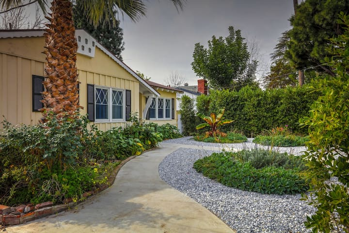 Van Nuys Home Near L.A. Attractions - ロサンゼルス - 一軒家