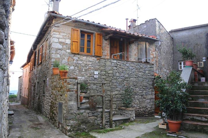Casa in classico borgo antico. - Fibbiano