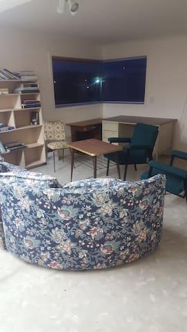 2 Double & 1single bed in dormitory & sofa (6 max) - Marton