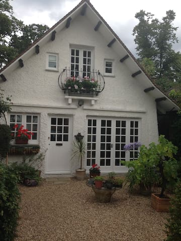 Detached lodge providing privacy and independence - Weybridge