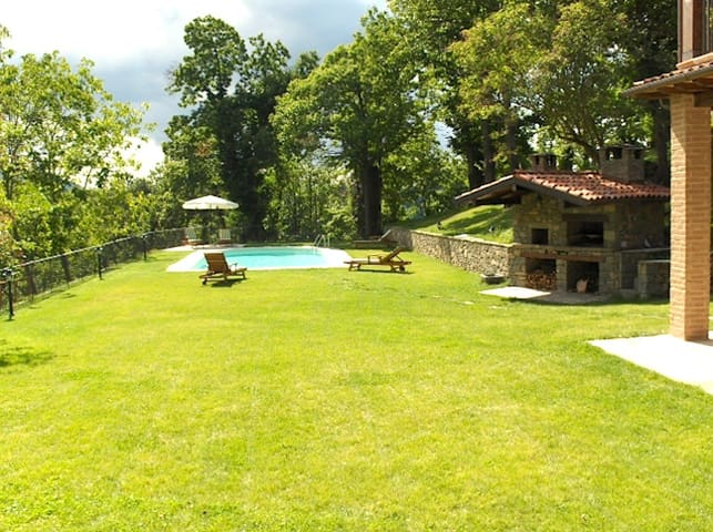 Stunning view, pool for 10 guests - San Romano in Garfagnana - Dom