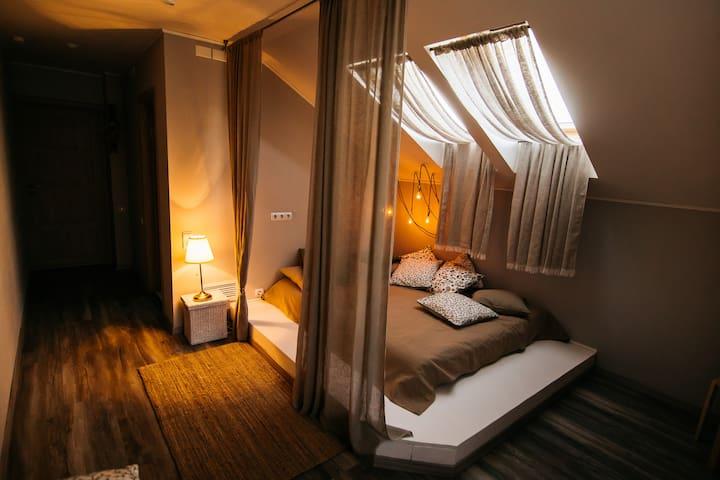 2-х-местная комната на мансарде с подиумом - Kostroma - Wikt i opierunek