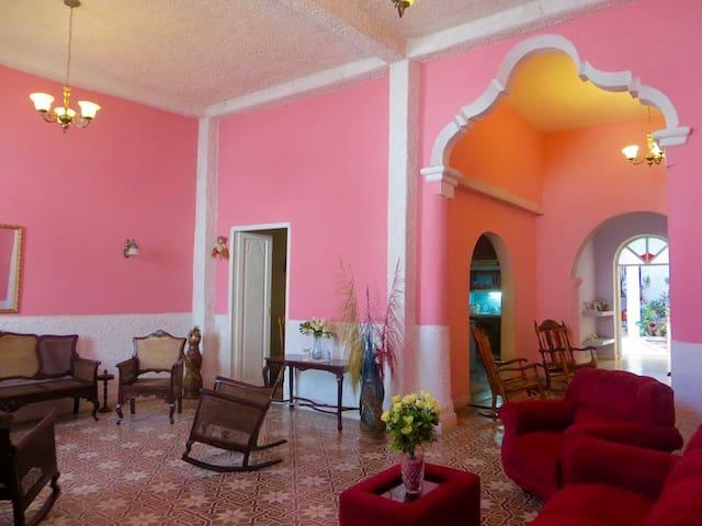Casa Naranja Rm1 - Exquisite home Perfect location - Camagüey