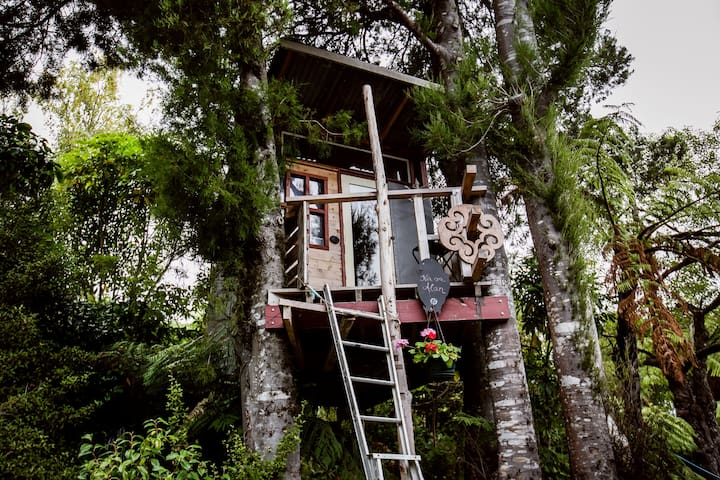 The Treehouse!! (yes, it's warm!) - Upper Hutt - Ağaç Ev