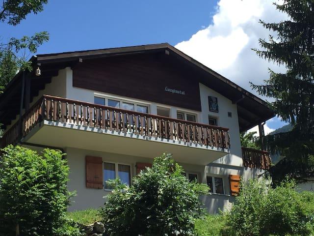 Prachtig vrijstaand gerenoveerd chalet in Fiesch - Fiesch - Chalet