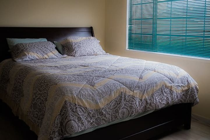 Comfy lux king bed room3 off PCH - Окснард - Дом