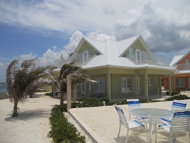Ocean Paradise 3bd/3bth Beach Front # 4 Green - North Side - Hus
