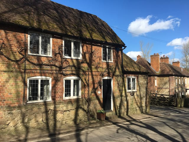 3 beds charming country cottage - Broomfield