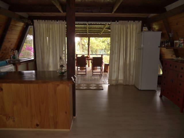 logement tranquille dans chalet - Taravao - Hytte (i sveitsisk stil)