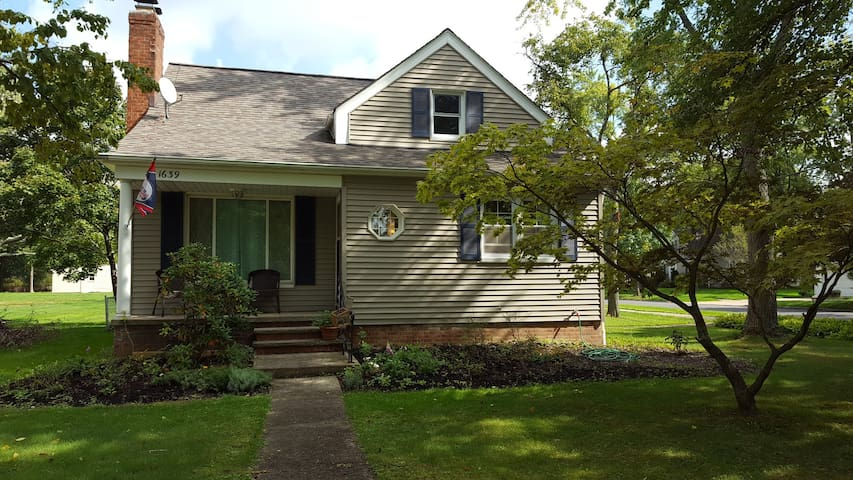 Cute little bungalow with private bed and bath - Lyndhurst - Huis