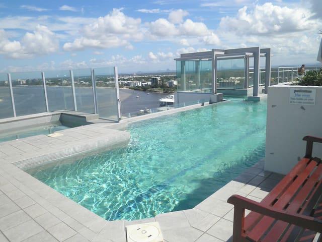New 2 bedroom 2 bathroom beach unit - Caloundra - Lägenhet