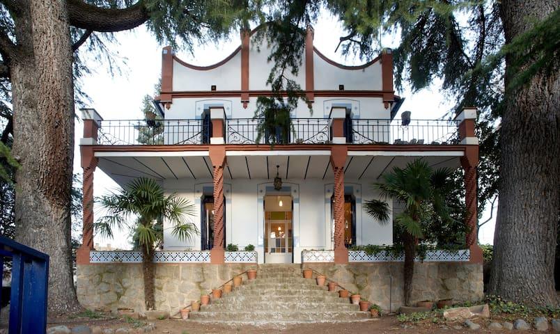 Estupenda casa modernista Aiguafreda (Barcelona) - Aiguafreda - Semesterboende