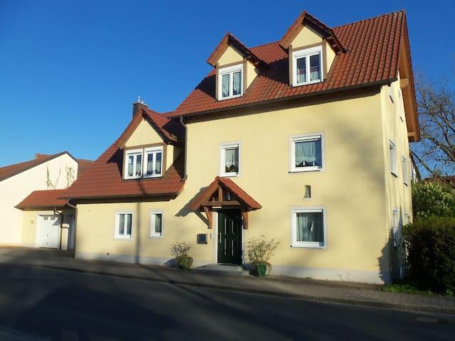Ferienwohnung am Ellernbach in Litzendorf! - Litzendorf - Lägenhet