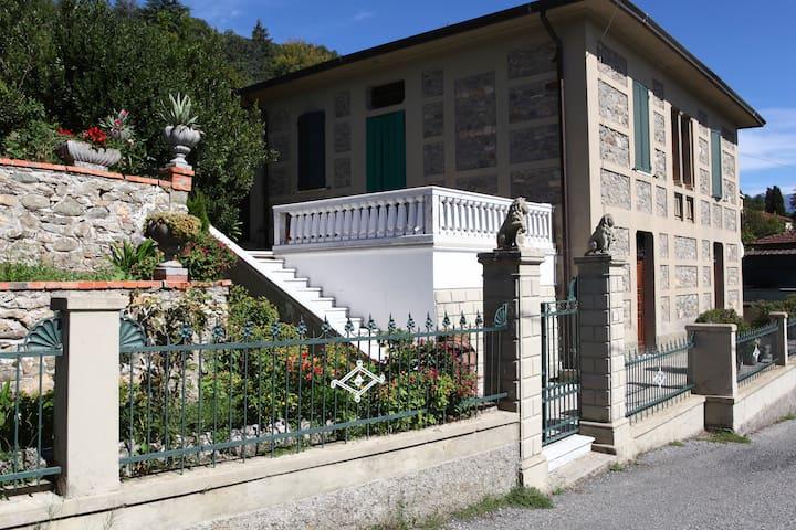 """Appartamento """"open space"""" - Monti di Licciana - 別荘"""