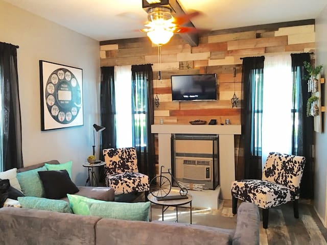 Stylish Boutique Cottage less 1/2mile to ND Campus - South Bend - Maison