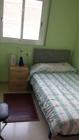 Habitación privada individual, acogedora en Parets - Parets del Vallès - Şehir evi