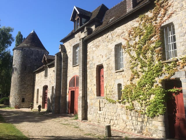 Charming Chateau in Burgundy - La Chapelle-sur-Oreuse