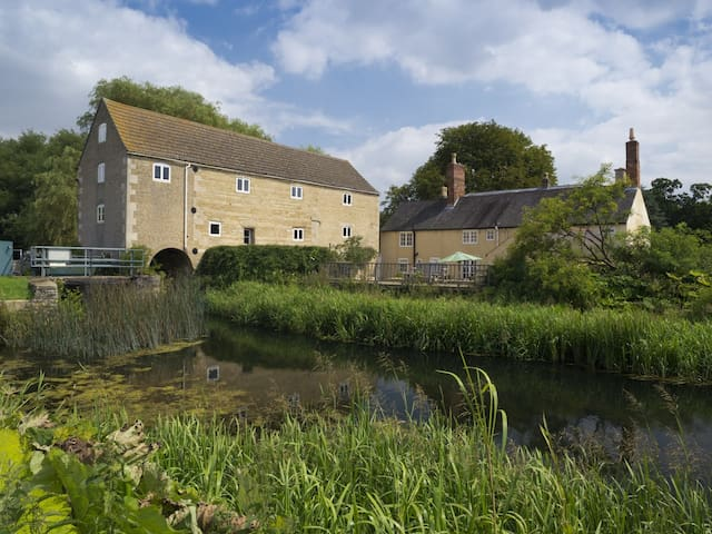 Converted 1750's Watermill - Lincolnshire