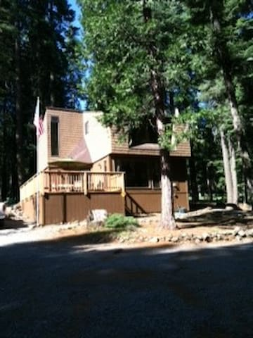 Knotty Pine cabin on golf course - Chester - Hus