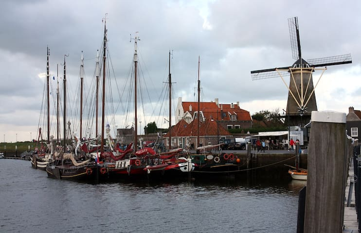 ROOM AT THE HARBOUR-CITY VIEW - Zierikzee - Bed & Breakfast