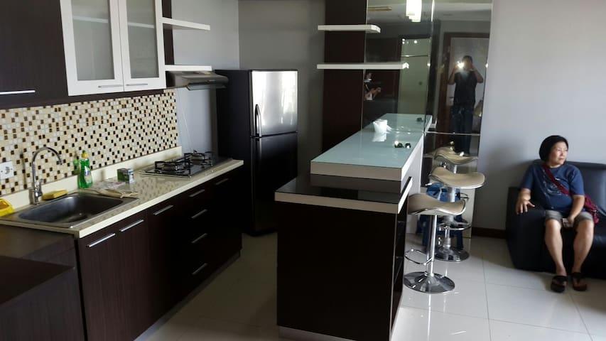 Family - friendly clean apartment - Surabaya - Lägenhet
