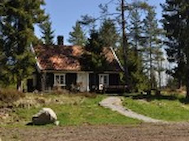 Husmannsplassen Skogen  (URL HIDDEN) - Tomter - Mökki