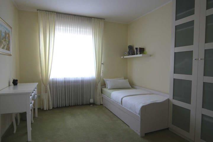 Gästezimmer mit Bad - Paderborn - Bungalow